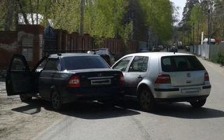 Обгонял автомобиль, а он повернул налево: Долго разбирались, кто виноват и вот почему