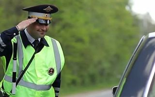 Массовая проверка смартфонов водителей сотрудниками ГИБДД