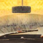 Как быстро и легко очистить лобовое стекло от мутного налёта