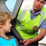 Почему инспектору ГИБДД сложно выписать штраф за не пристёгнутого заднего пассажира?