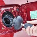 Чем опасно «пшиканье» при открывании крышки бензобака, и как устранить причину