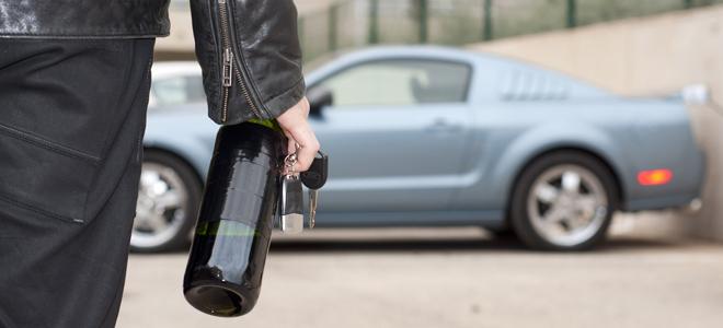 Пить алкоголь в автомобиле