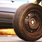 Инспектор ГИБДД хотел оштрафовать за замену колеса на обочине. Рассказываю как избежать штрафа.