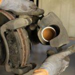 Про что часто забывают механики при замене тормозных колодок