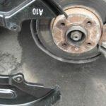 Зачем автомобилисты убирают тормозные щитки с дисков? Плюсы и минусы