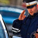 Сотрудник ДПС просит отдать карту видеорегистратора. Что делать водителю?