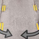 Автомобили одновременно перестраиваются в средний ряд — кто обязан уступить