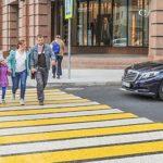 Обязан ли водитель уступать дорогу пешеходу, если он еще далеко?