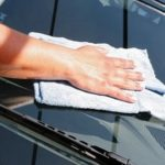 Чем я протираю стекло в автомобиле, чтобы избавиться от разводов и бликов