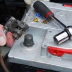 Частые проблемы, которые возникают если не правильно скинуть клеммы аккумулятора