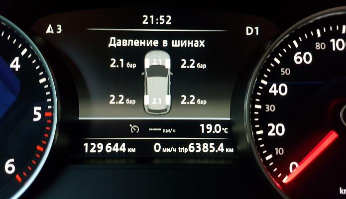 Некоторые автомобили умеют показывать, какое сейчас давление в каждом конкретном колесе