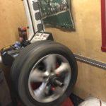 Всегда при замене колес делал балансировку. Но знакомый механик рассказал, когда это делать бесполезно