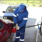 Друг автозаправщик рассказал почему лучше заливать не больше 10 литров топлива за раз