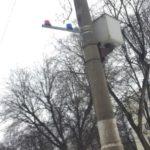 Заметил на столбах красные и синие мигалки. Решил узнать что это и для чего нужны