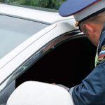 Инспектор ГИБДД остановил и хочет сесть к вам в машину. Имеет ли он на это право?