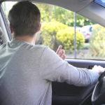 Рассказываю, почему выходя из машины, дверь следует открывать только правой рукой