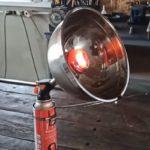 Увидел в интернете простой способ, как сделать обогреватель для гаража из обычной миски и крышки от термоса