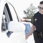 Был в США и узнал, для чего полицейские всегда дотрагиваются до заднего крыла остановленного автомобиля