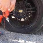 Накачать автомобильное колесо без насоса? Дед рассказал о трех странных методах своей молодости