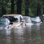 Последствия от ливней могут быть губительны для вашего автомобиля. Расскажу, как их можно избежать