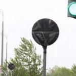 На своем маршруте встретил дорожные знаки, замотанные в черные пакеты и решил выяснить, кто и для чего это сделал