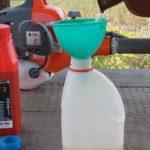 Сосед рассказал, как сделать самую правильную смесь бензина и масла для двухтактных двигателей бензопил, мопедов и другой техники